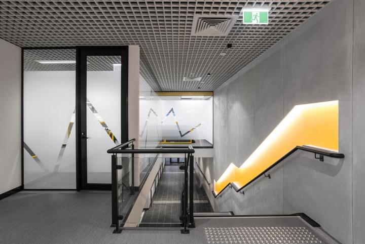 Интерьер строительного офиса: оригинальная подсветка
