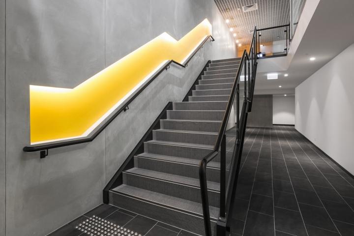Интерьер строительного офиса: лестница