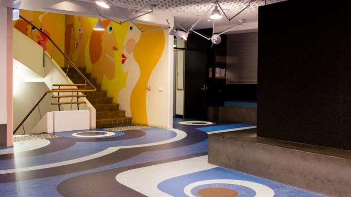 Интерьер университета: росписи на стенах