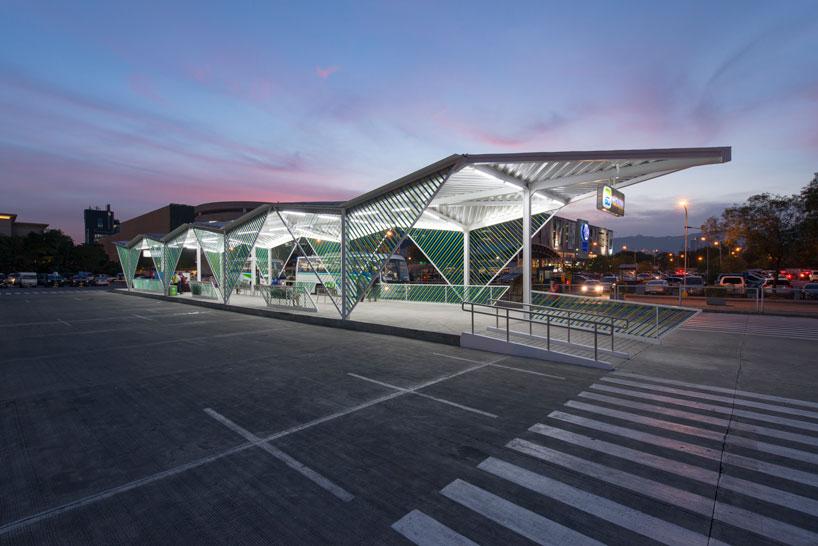 Геометрический фасад вокзала - Фото 1
