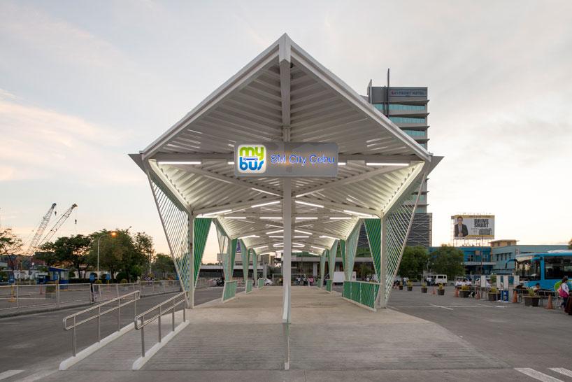 Геометрическая белая крыша в интерьере вокзала - Фото 2