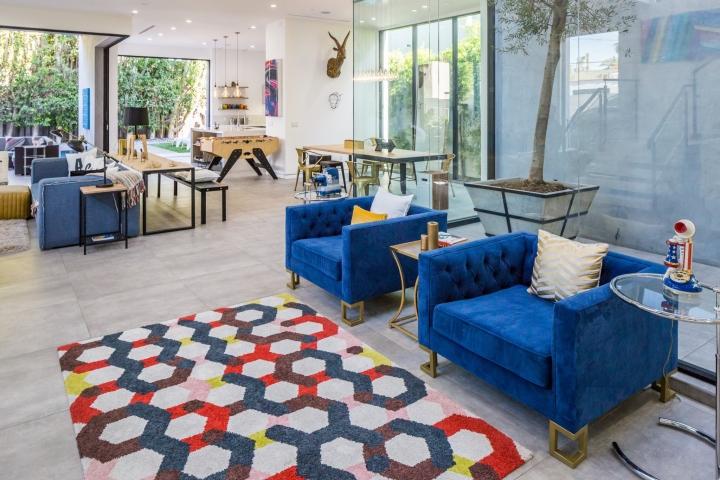Интерьер временного офиса: ковёр с геометрическим узором