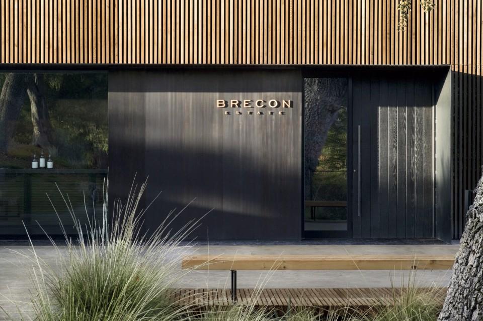 Интерьер завода: фронтальный вид фасада