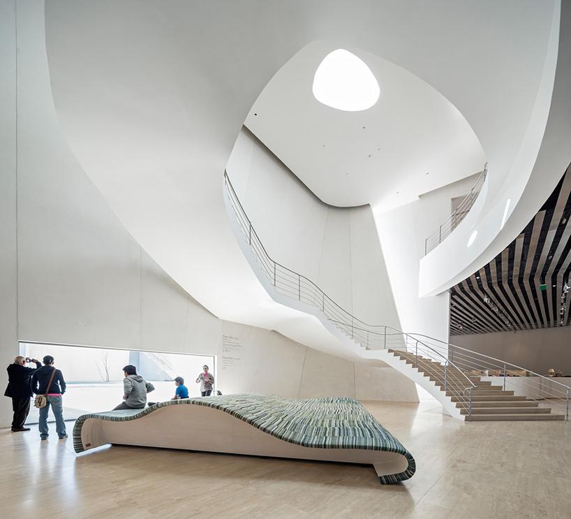 Оригинальное место для отдыха в интерьере современных музеев