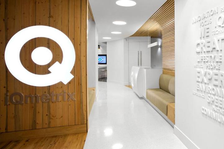 Оформление офиса компании iQmetrix
