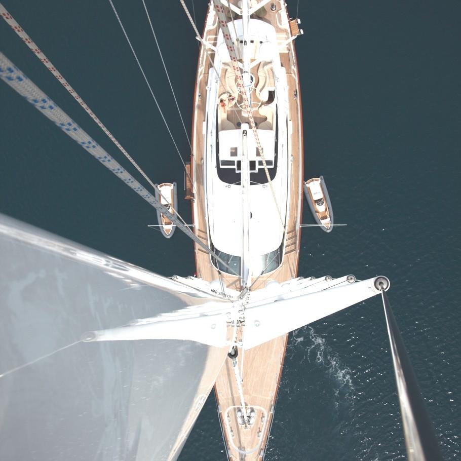 Итальянская яхта Panthalassa построена в 2010 году - фото 1