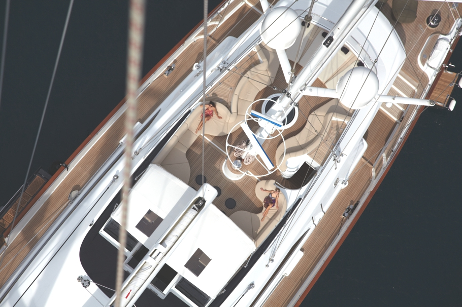 Итальянская яхта Panthalassa построена в 2010 году - фото 2