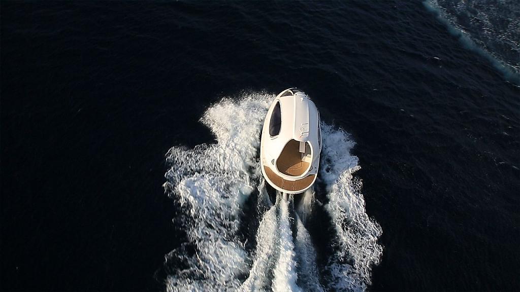 Каплевидной формы мини-яхты Jet Capsule