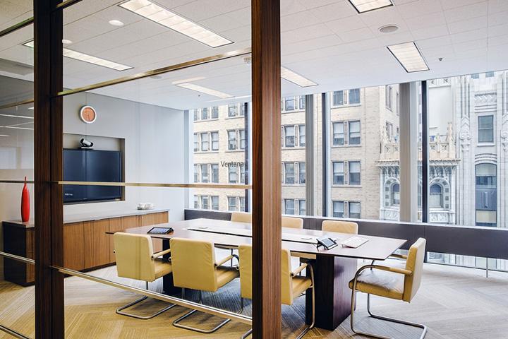 svetlie-devushki-v-ofise