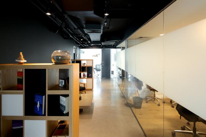 Стеклянные стены в офисе