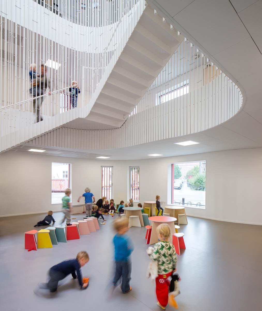 Горка с мячиками в детском центре «Пломбир» в России