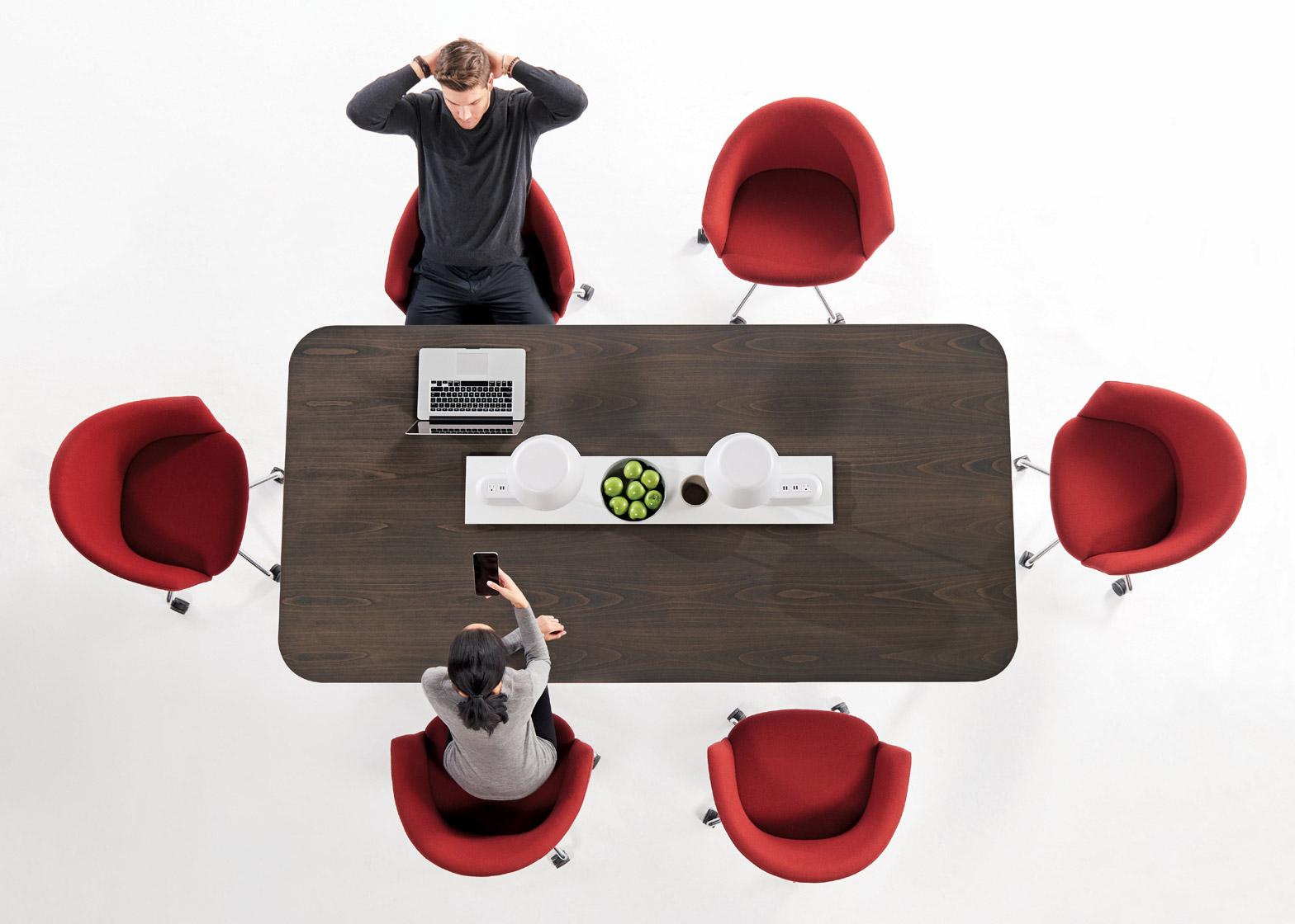 Коллекция офисной мебели: ярко-красные кресла
