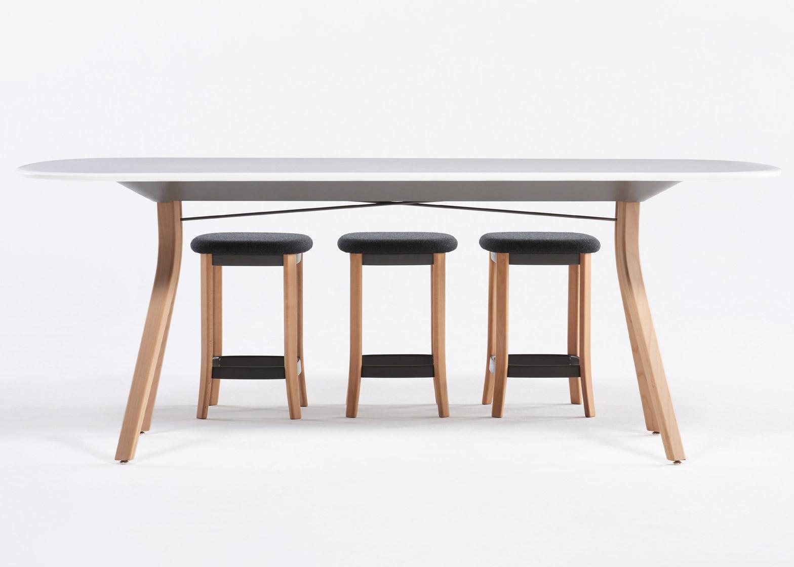 Коллекция офисной мебели: оригинальные табуреты