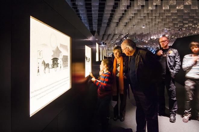 Выставка в историческом музее: экраны с дополнительной информацией