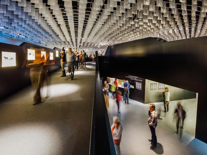 Выставка в историческом музее принимает многочисленных посетителей