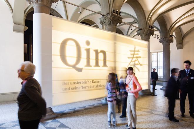 Выставка в историческом музее, посвящённая императору Цинь и его терракотовым воинам