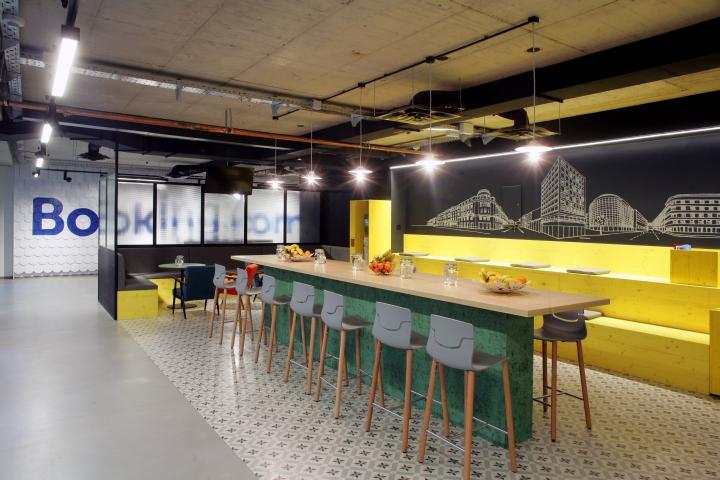 Комфортный офис с ярким интерьером