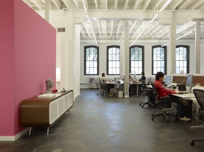 Комфортный офис со светлым интерьером