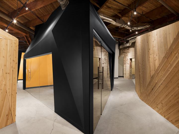 Комфортный офис: узкий коридор