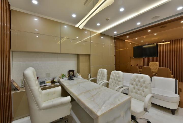Белый цвет в интерьере комфортного офиса