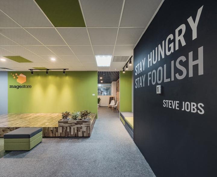 Комфортный офис в зеленых тонах в Ханое: цитата Стива Джобса