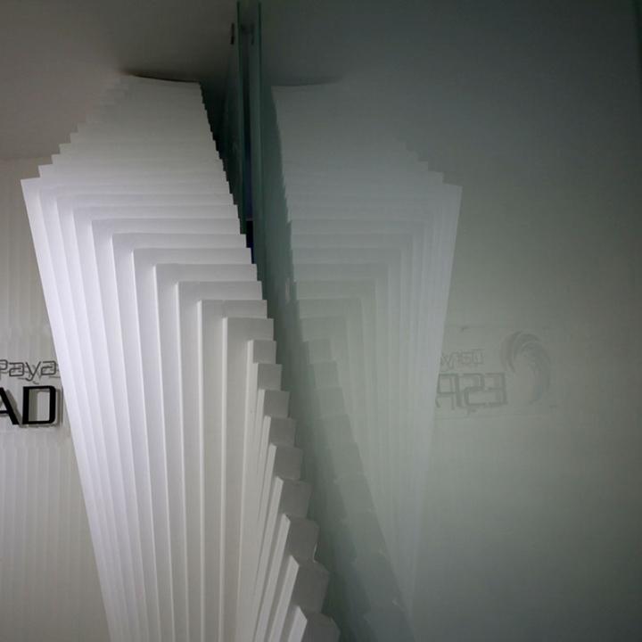 Контрастный офис компании Espad в Тегеране - оригинальные белые панели. Фото 2