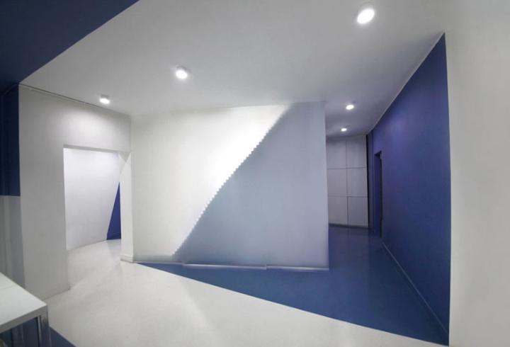 Контрастный офис компании Espad в Тегеране - освещение офиса. Фото 1