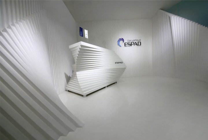 Контрастный офис компании Espad в Тегеране - необыкновенный дизайн стен. Фото 2