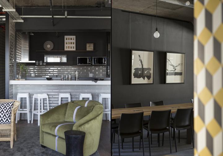 Кухня в интерьере коворкинг-офиса - бархатное кресло