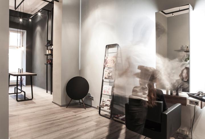 Красивый интерьер салона красоты: светлая отделка