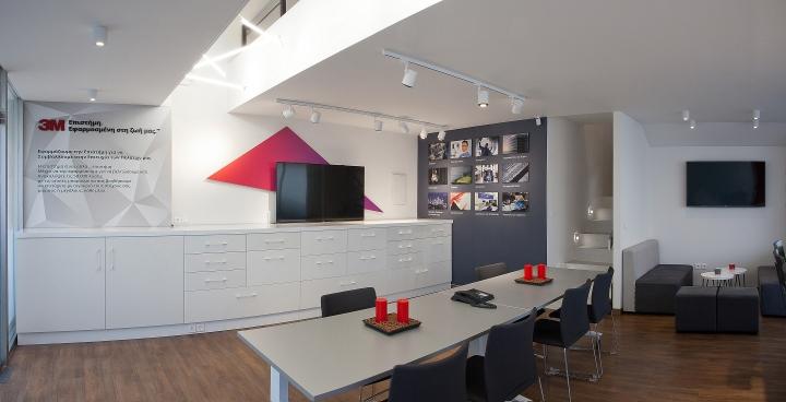Красный цвет в офисе 3M в Греции - общий вид
