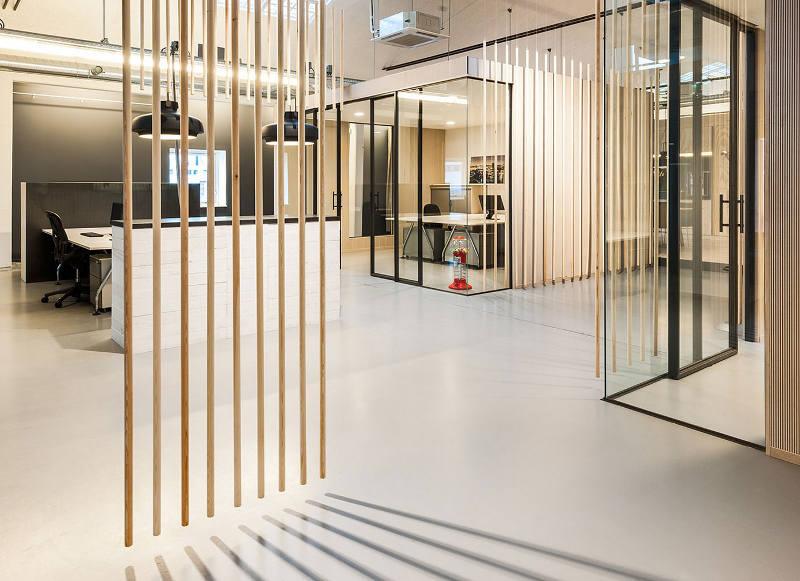 Панорамное остекление в креативном оформлении офиса