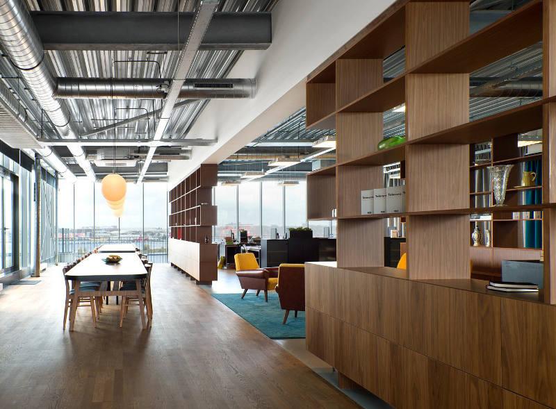 Шарообразные светильники в креативном оформлении офиса
