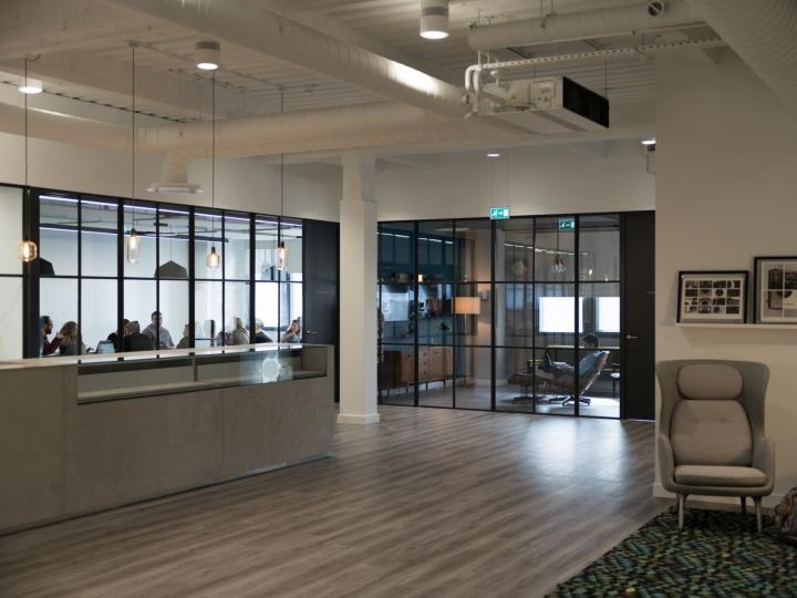 Креативное оформление офиса: стеклянные перегородки