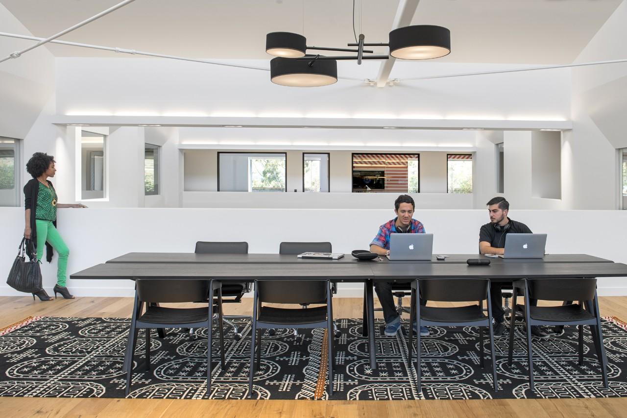 Креативное оформление офиса - переговорная