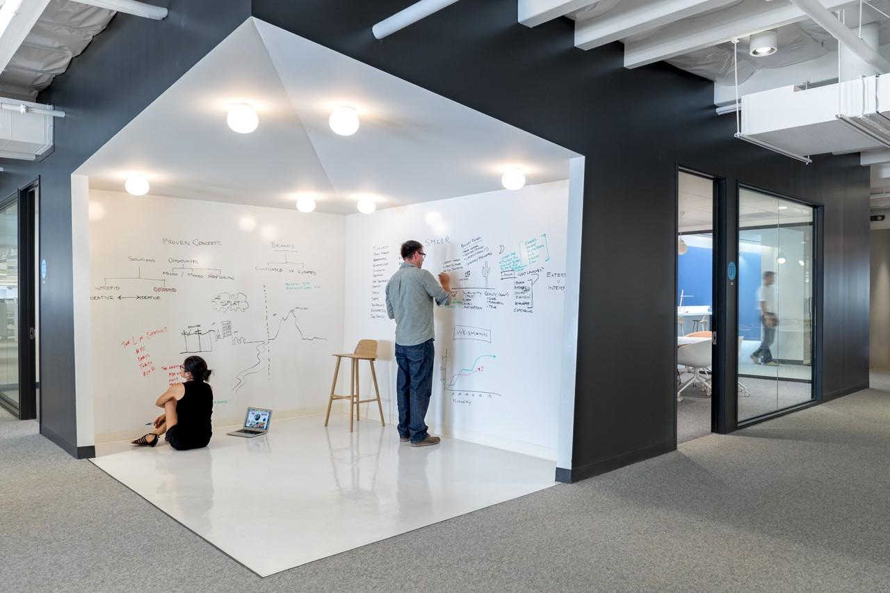 Креативное оформление офиса - зона для записей