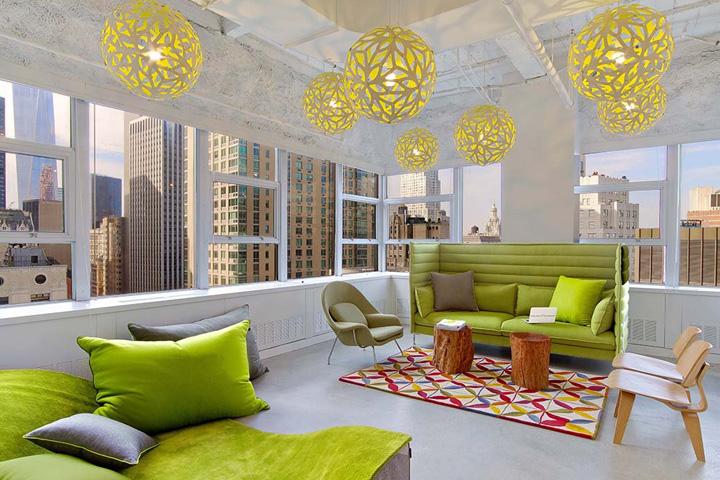 Креативный дизайн офиса в ярко-зелёном цвете