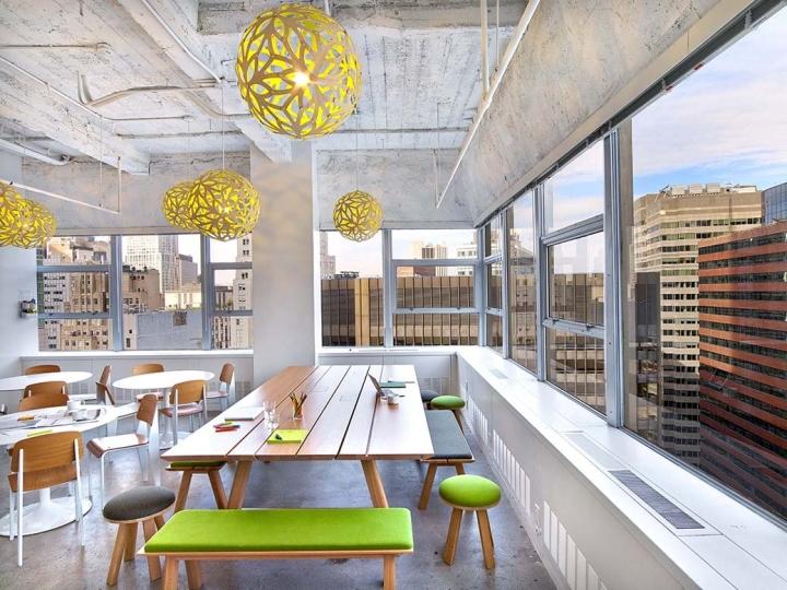 Оригинальные потолочные светильники в интерьере офиса