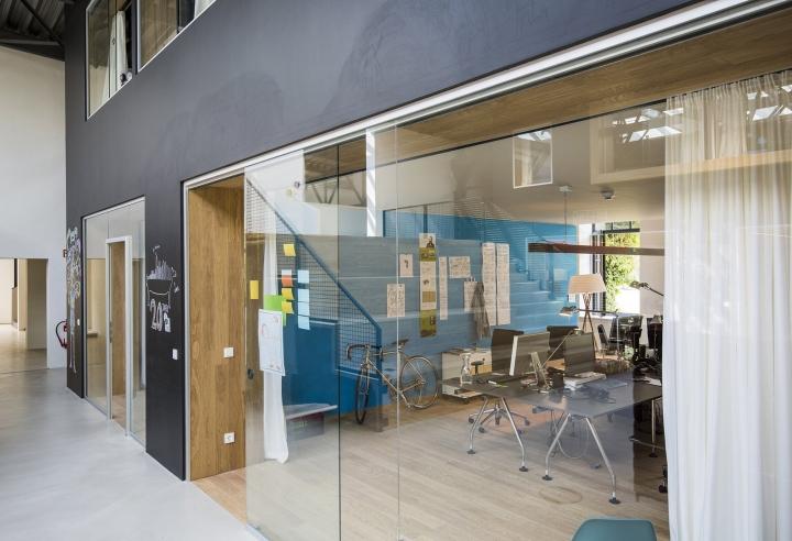 Стеклянные стены в интерьере офиса