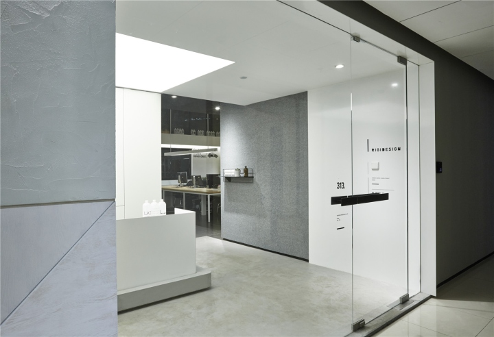 Лаконичный дизайн интерьера офиса в Шанхае - разделение зон
