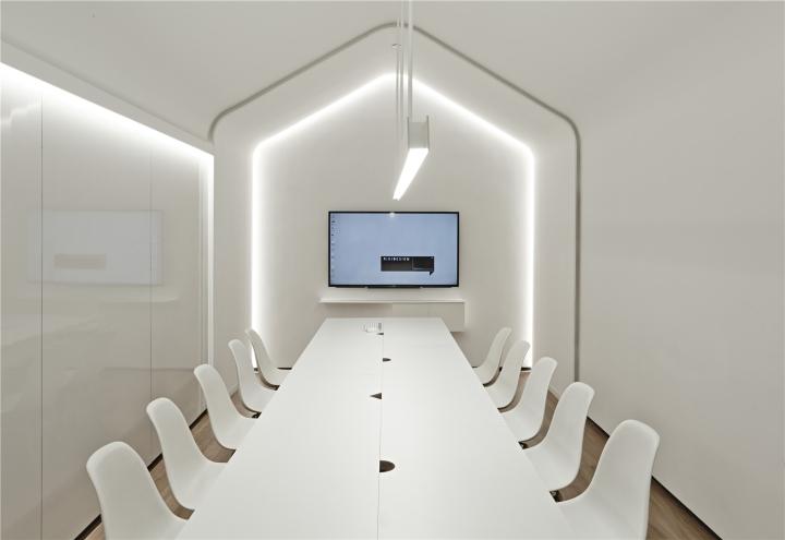 Лаконичный дизайн интерьера офиса в Шанхае - конференц-зал