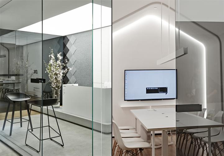 Лаконичный дизайн интерьера офиса в Шанхае - разграничение рабочих зон