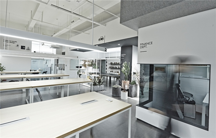Лаконичный дизайн интерьера офиса в Шанхае - чёрно-белая гамма