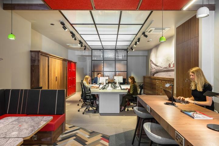 Лаконичный дизайн интерьера офиса в Лондоне, Англия: использование дерева