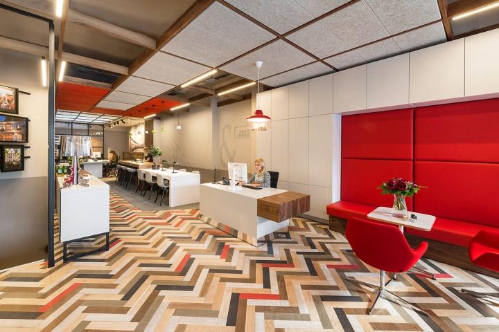 Лаконичный дизайн интерьера офиса в Лондоне, Англия: напольное покрытие