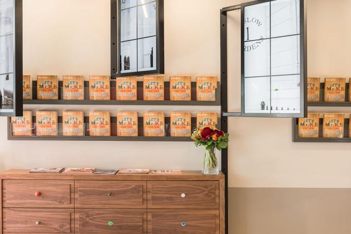 Лаконичный дизайн интерьера офиса в Лондоне, Англия: всё по полочкам