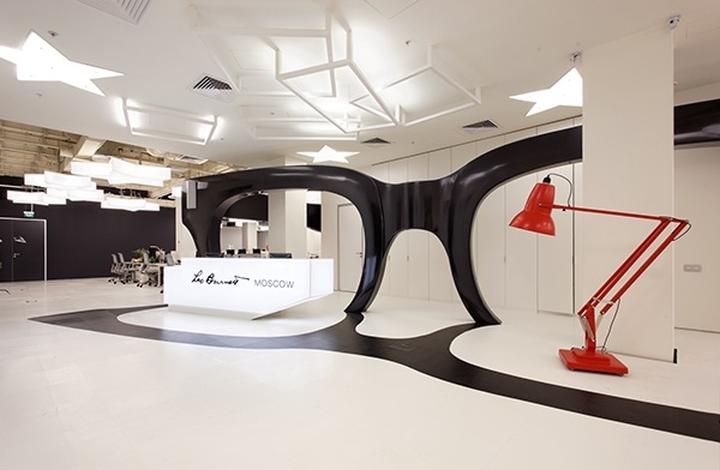 Необычнй дизайн офиса в ярких цветах