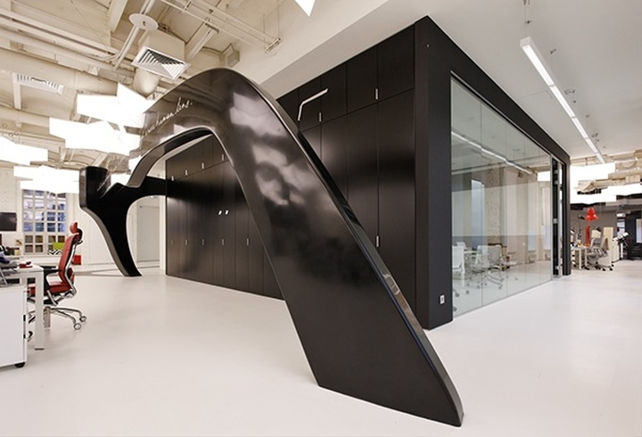 Объемные конструкции в офисе для декора и оформления