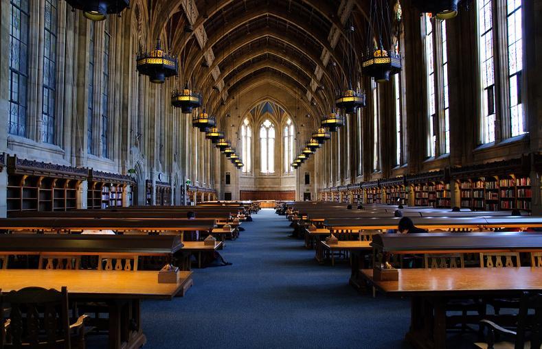 Библиотека Suzzalo в университете Вашингтона, Сиэтл