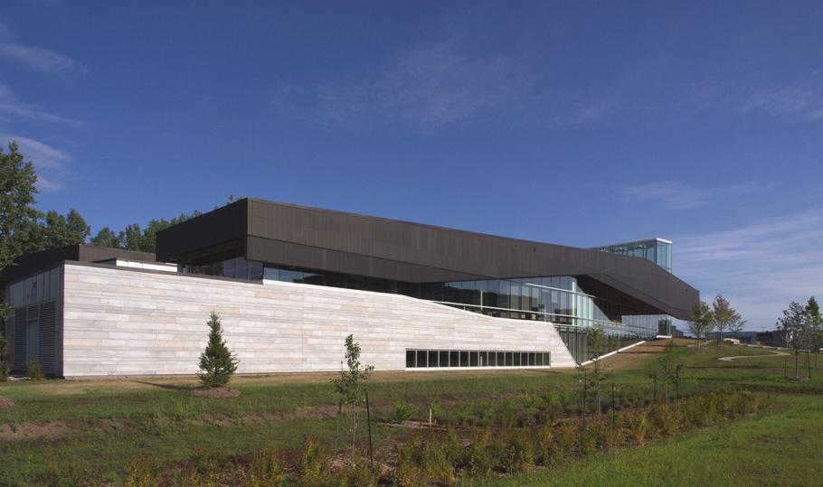 Задняя часть шедевральной архитектуры библиотеки
